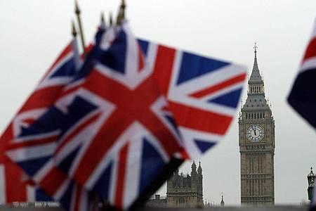 Großbritannien will die gestoppten Gespräche über einen Brexit-Handelsvertrag mit der Europäischen Union nun doch fortsetzen. Foto: Matt Dunham/AP/dpa