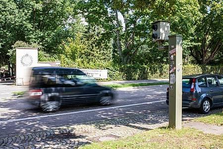 Aktuell streiten die Länder über einen Formfehler in der neuen Straßenverkehrsordnung, es geht vor allem um härtere Strafen für Raser. Nun tauchen neue Bedenken auf - zu früheren Verordnungen. Foto: Philipp von Ditfurth/dpa