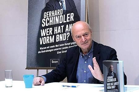 Gerhard Schindler, früherer Präsident des Bundesnachrichtendienstes, stellt sein Buch «Wer hat Angst vorm BND?» in Berlin vor. Foto: Jörg Blank/dpa