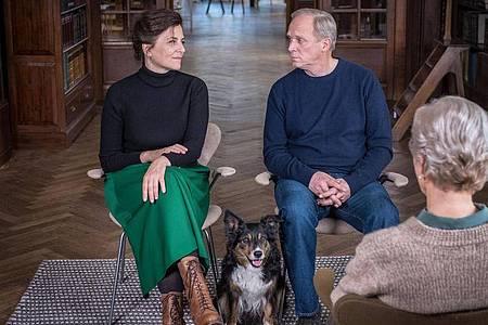 Doris (Martina Gedeck) und Georg (Ulrich Tukur) suchen Hilfe bei der Trennungstherapeutin Gisela Bruhns (Angelika Thomas). Foto: Boris Laewen/ARD Degeto/dpa