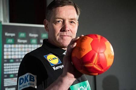 Auch Bundestrainer Alfred Gislason ist ein Gegner der Sieben-gegen-Sechs-Regel im Handball. Foto: Julian Stratenschulte/dpa