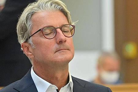 Der unter anderem wegen Betrugs angeklagte langjährige Audi-Chef Rupert Stadler im Landgericht München. Fünf Jahre nach Aufdeckung des VW-Dieselskandals beginnt jetzt der erste deutsche Strafprozess in dieser Sache. Foto: Peter Kneffel/dpa-Pool/dpa