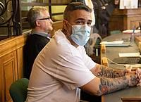 Anis Mohamed Youssef Ferchichi, bekannt als Rapper Bushido, sitzt zu Beginn eines Prozesses gegen den Chef einer bekannten arabischstämmigen Großfamilie in einem Gerichtssaal des Landgerichts. Foto: Paul Zinken/dpa-Zentralbild/Pool/dpa