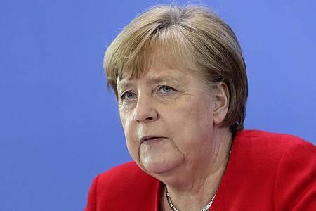 BundeskanzlerinAngela Merkel: Abstand, Mundschutz tragen und aufeinander Rücksicht nehmen. Foto: Michael Sohn/AP/POOL/dpa