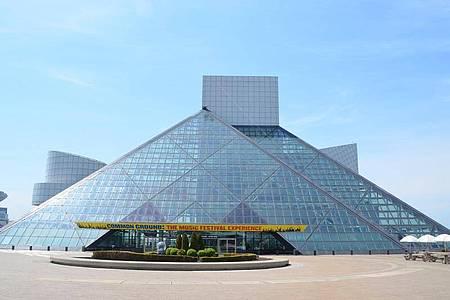 I.M. Peis Pyramide birgt das bekannteste Rockmuseum der Welt mit tausenden Artefakten der Musikgeschichte. Foto: dpa