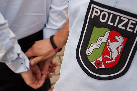Die Polizei Lippe nimmt einen Mann fest