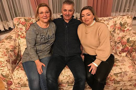 v.l. Gülay Cet, ihr Ehemann Saban Cet und Gönül Bozkurt