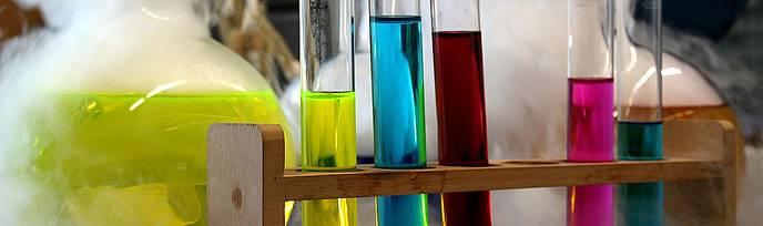Herstellung von Sprengstoff mit Chemikalien