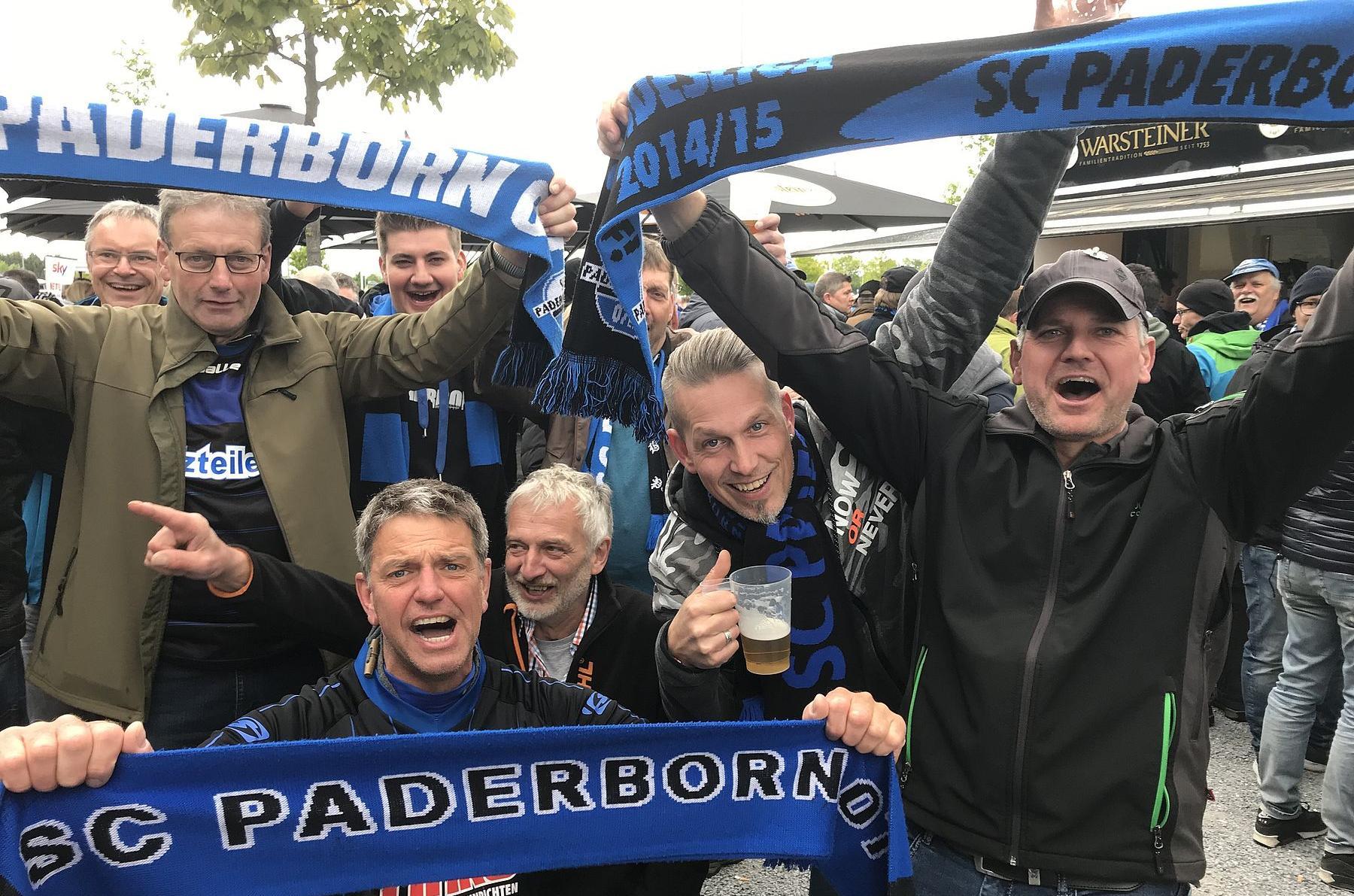 SCP-Fans zeigen Flagge