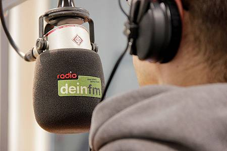 deinfm-Mikrofon im Sendestudio