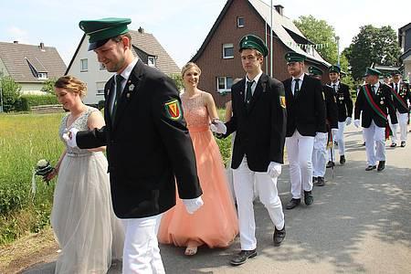 Parade mit Schützenköniginnen
