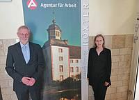 Horst Thiele mit der Leiterin der Geschäftsstelle in Höxter, Andrea Wesemann.